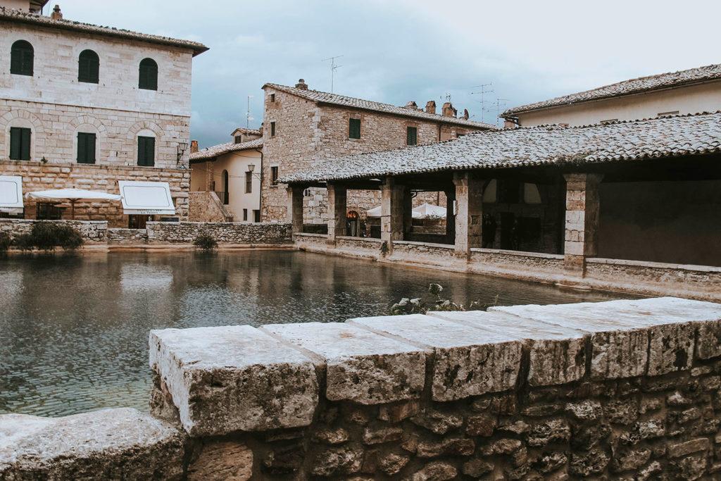 Bagno Vignoni piazza