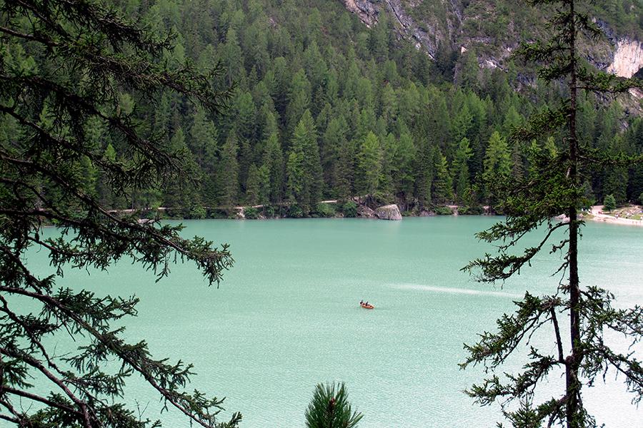 Lago di Braies Vacanze in Estate sulle Dolomiti