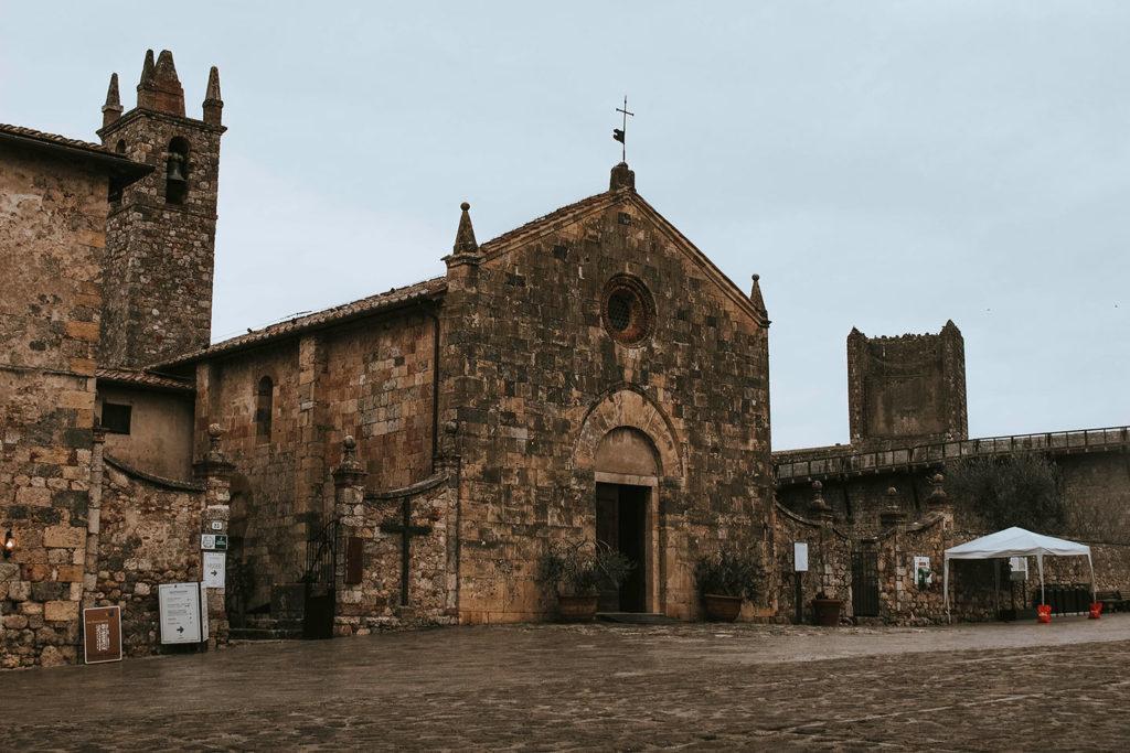 Chiesa di Monteriggioni Vacanze in Toscana